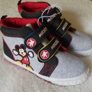 NWOT  Disney MICKEY MOUSE boys shoes.